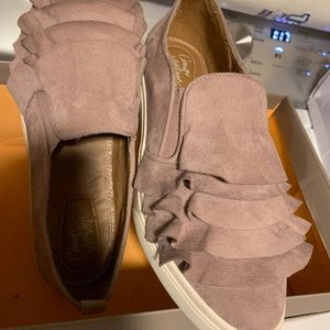 NWT! Adorable slip on shoes in a dusty rose color
